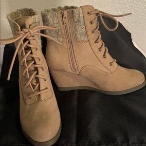 SO BRAND NEW SIZE 6 1/2 CUTE BOOTS
